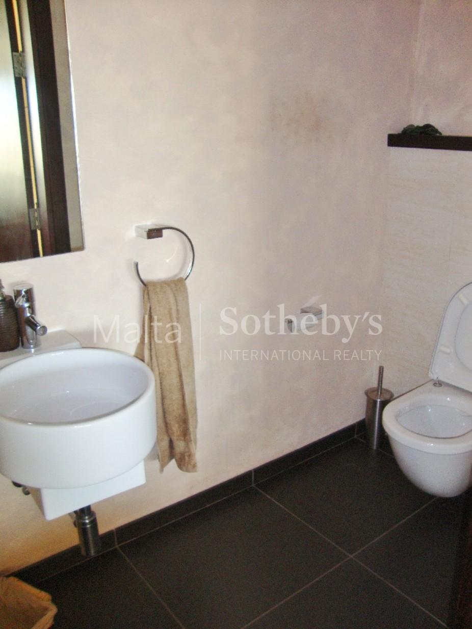 3 bed Penthouse For Rent in Ta' Xbiex, Ta' Xbiex - thumb 9