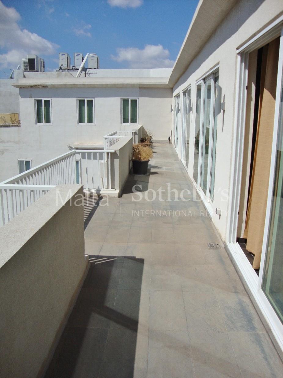 3 bed Penthouse For Rent in Ta' Xbiex, Ta' Xbiex - thumb 10