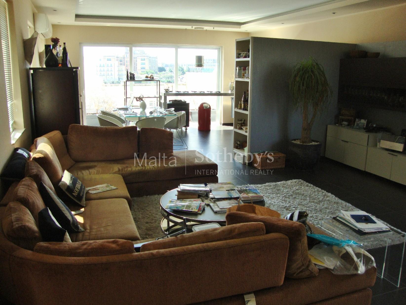 3 bed Penthouse For Rent in Ta' Xbiex, Ta' Xbiex - thumb 2