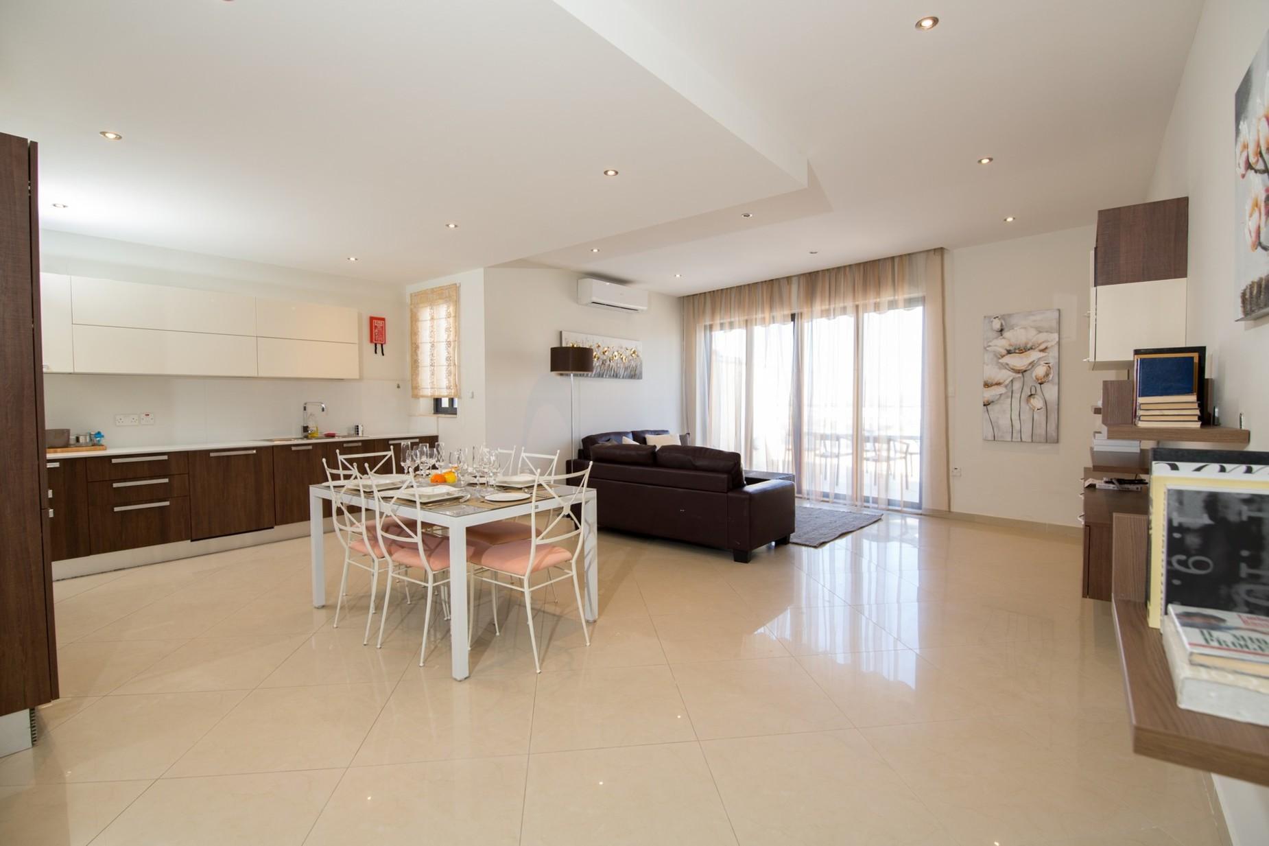 2 bed Apartment For Rent in Xemxija, Xemxija - thumb 7