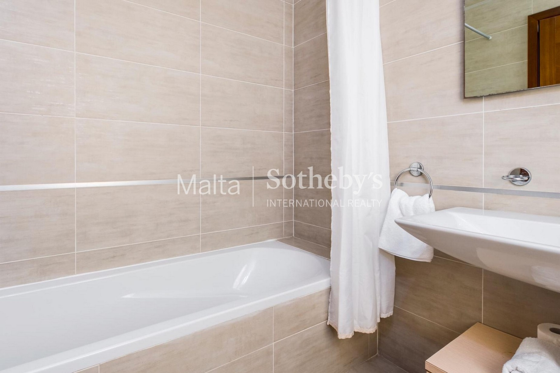 2 bed Penthouse For Rent in Sliema, Sliema - thumb 13