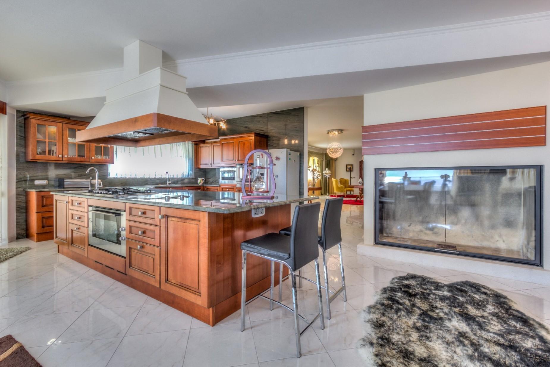 7 bed Villa For Rent in Mellieha, Mellieha - thumb 9