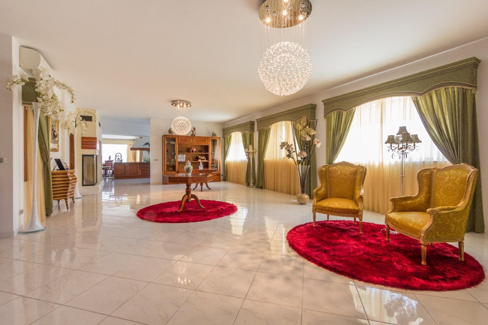 7 bed Villa For Rent in Mellieha, Mellieha - thumb 8