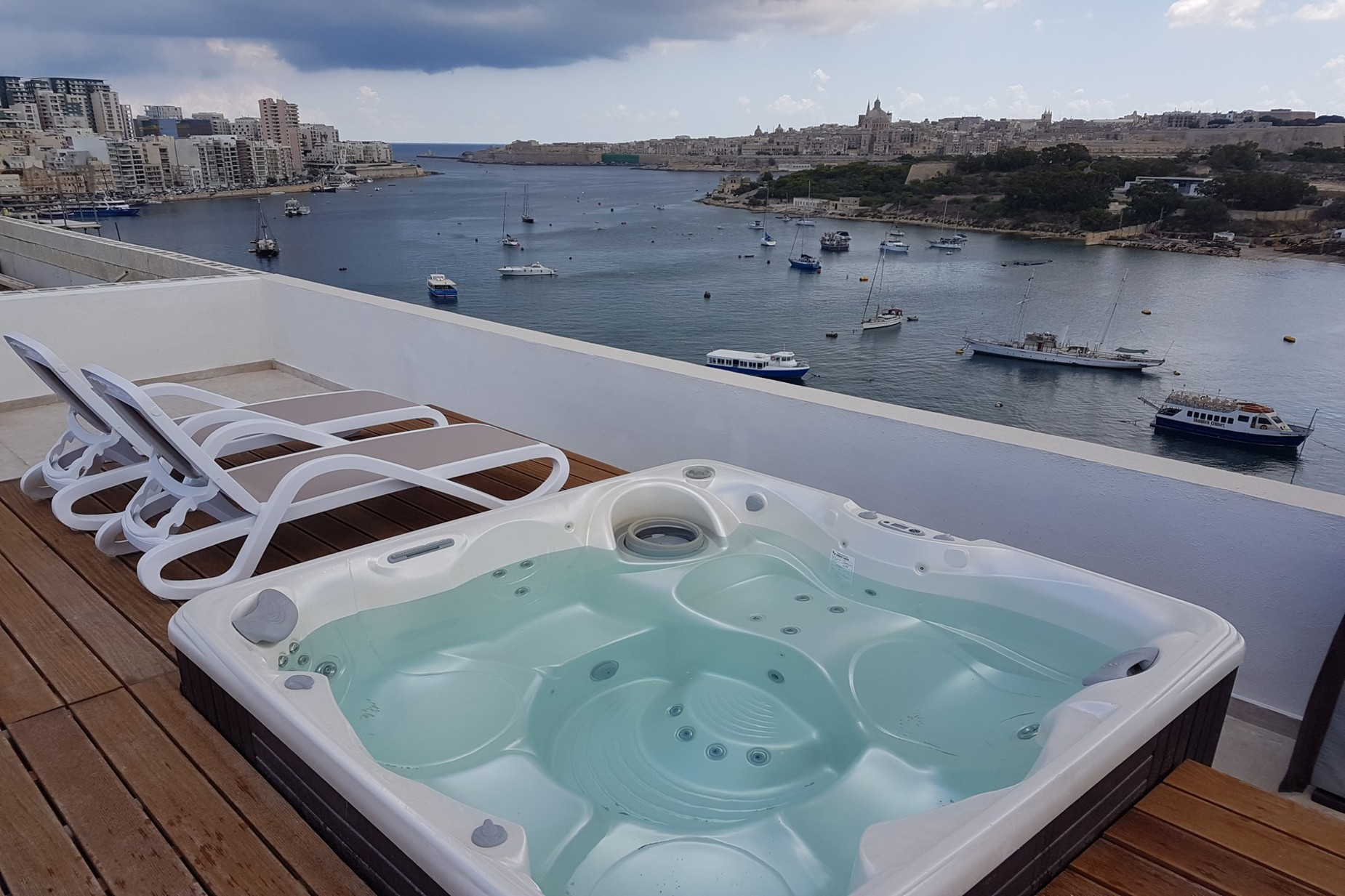 1 bed Penthouse For Rent in Gzira, Gzira - thumb 8