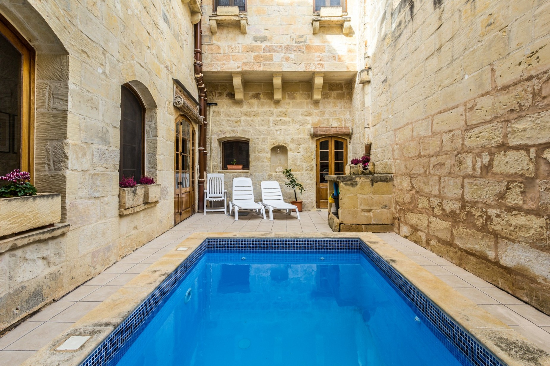 3 bed House of Character For Rent in Attard, Attard - thumb 2
