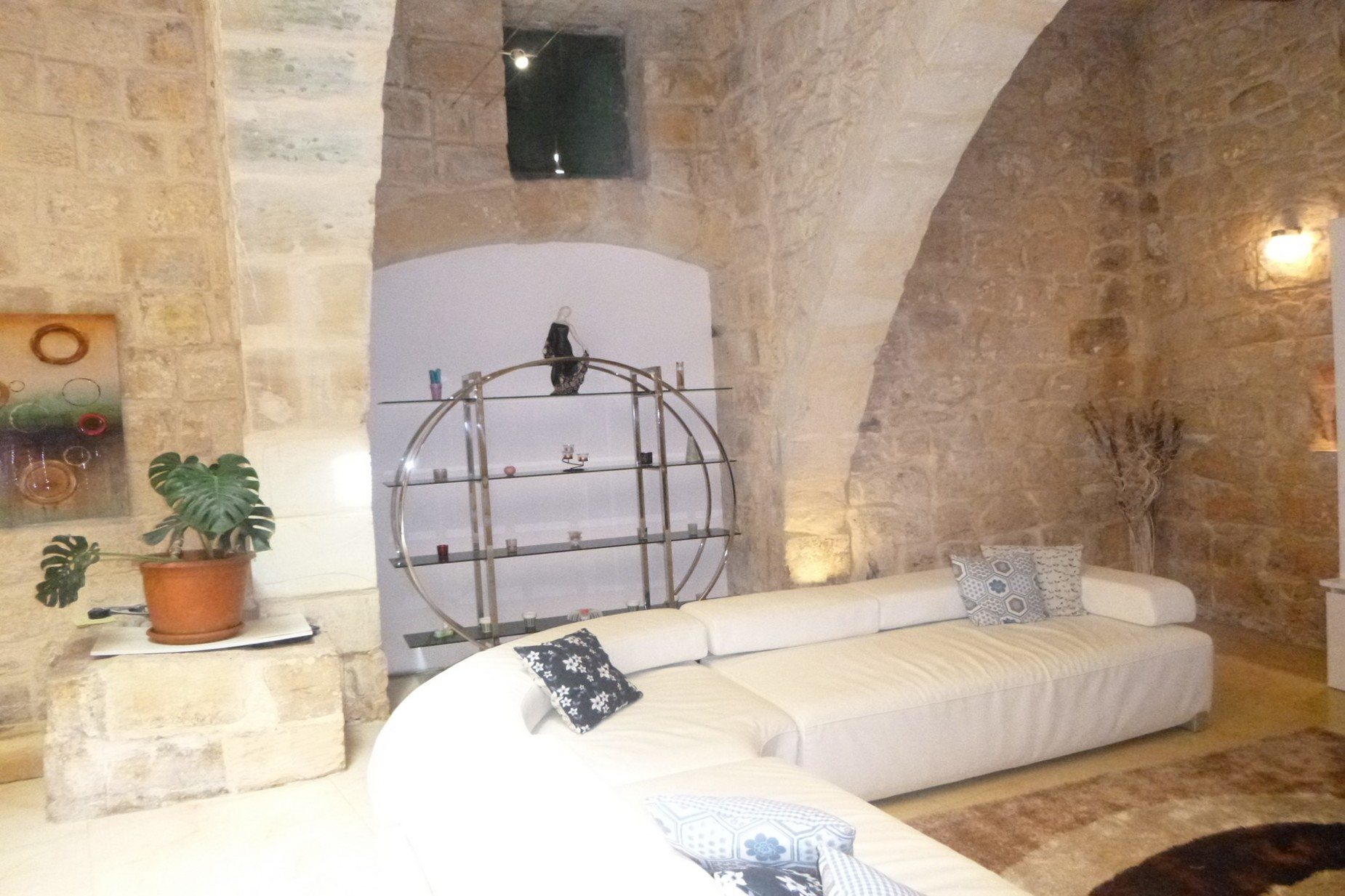 2 bed House of Character For Rent in Qormi, Qormi - thumb 2