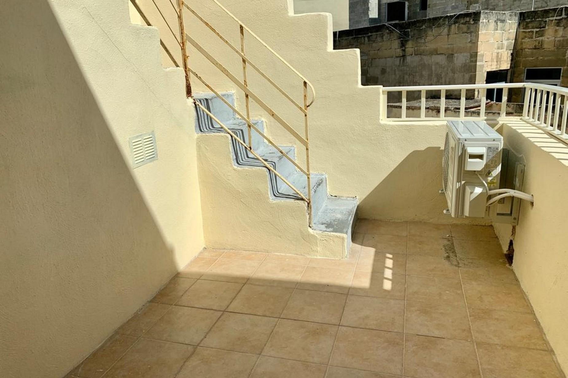 2 bed Maisonette For Rent in Gzira, Gzira - thumb 6