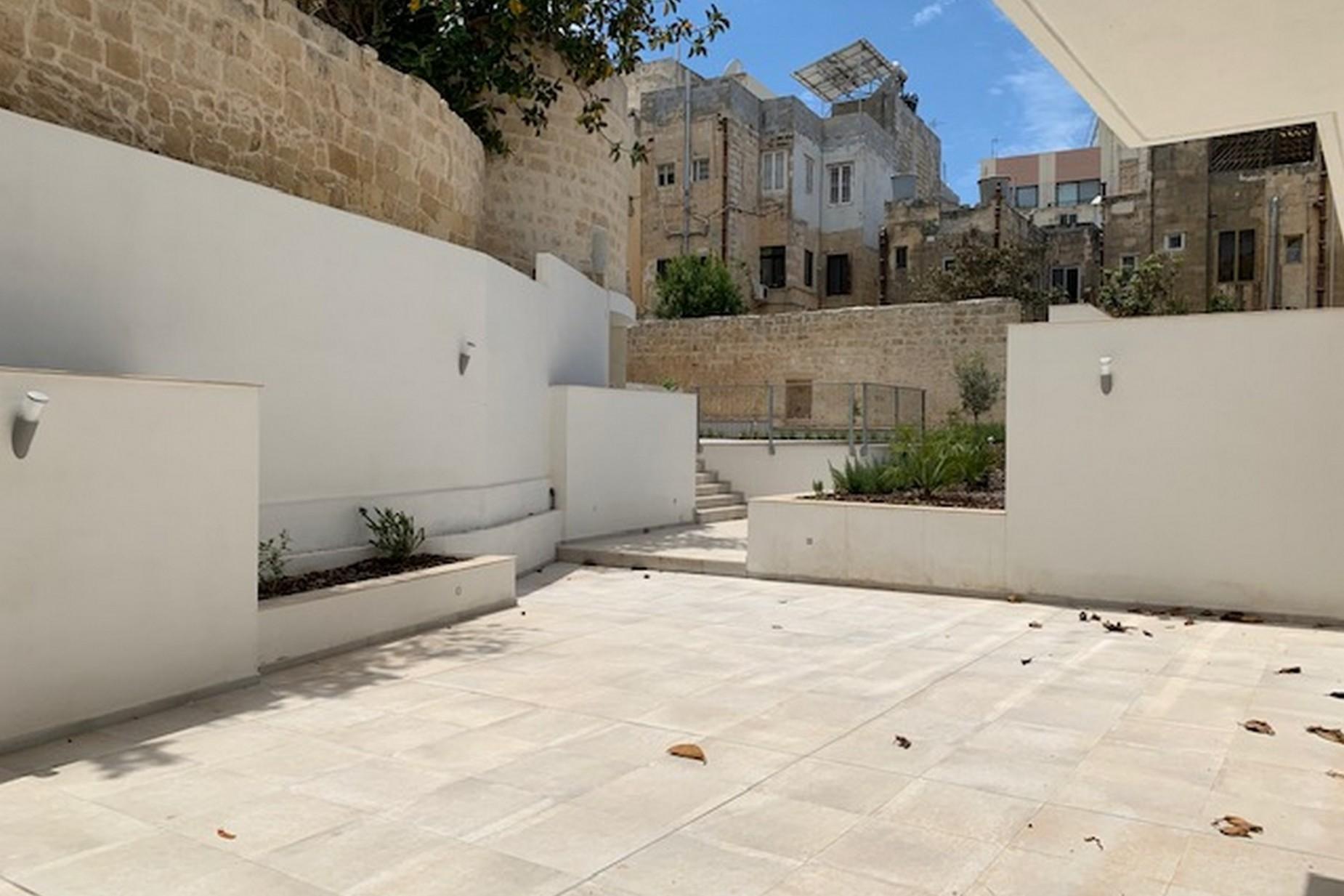 2 bed Maisonette For Rent in Sliema, Sliema - thumb 9