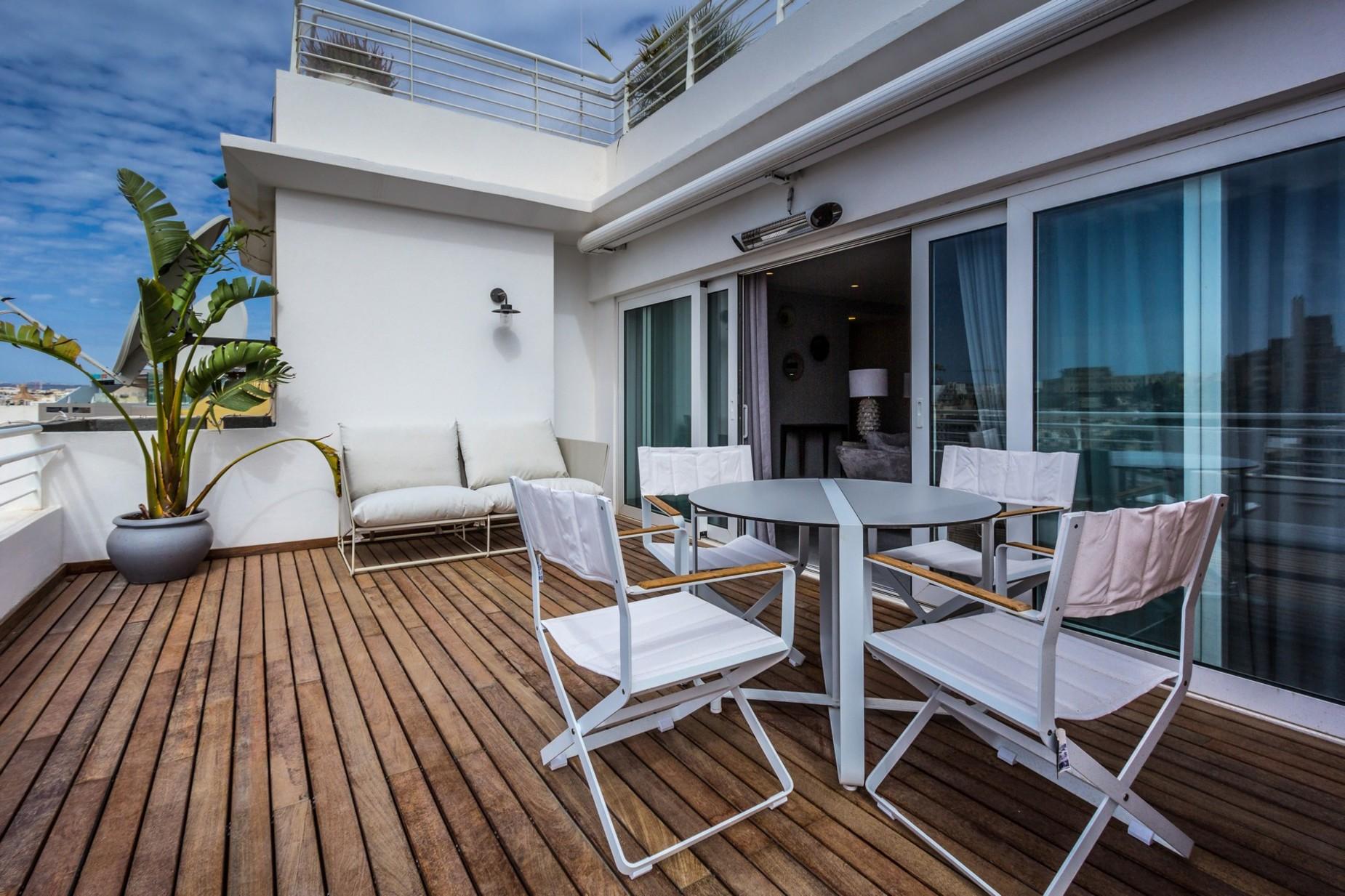 2 bed Penthouse For Sale in Ta' Xbiex, Ta' Xbiex - thumb 3