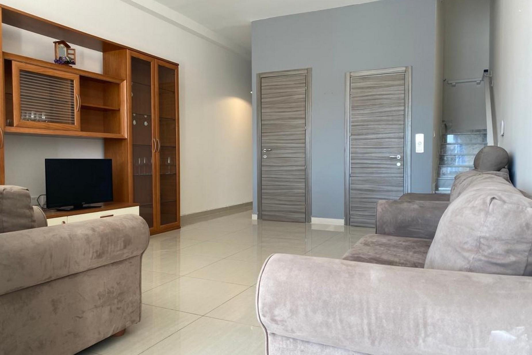 3 bed Penthouse For Rent in Ta' Xbiex, Ta' Xbiex - thumb 3