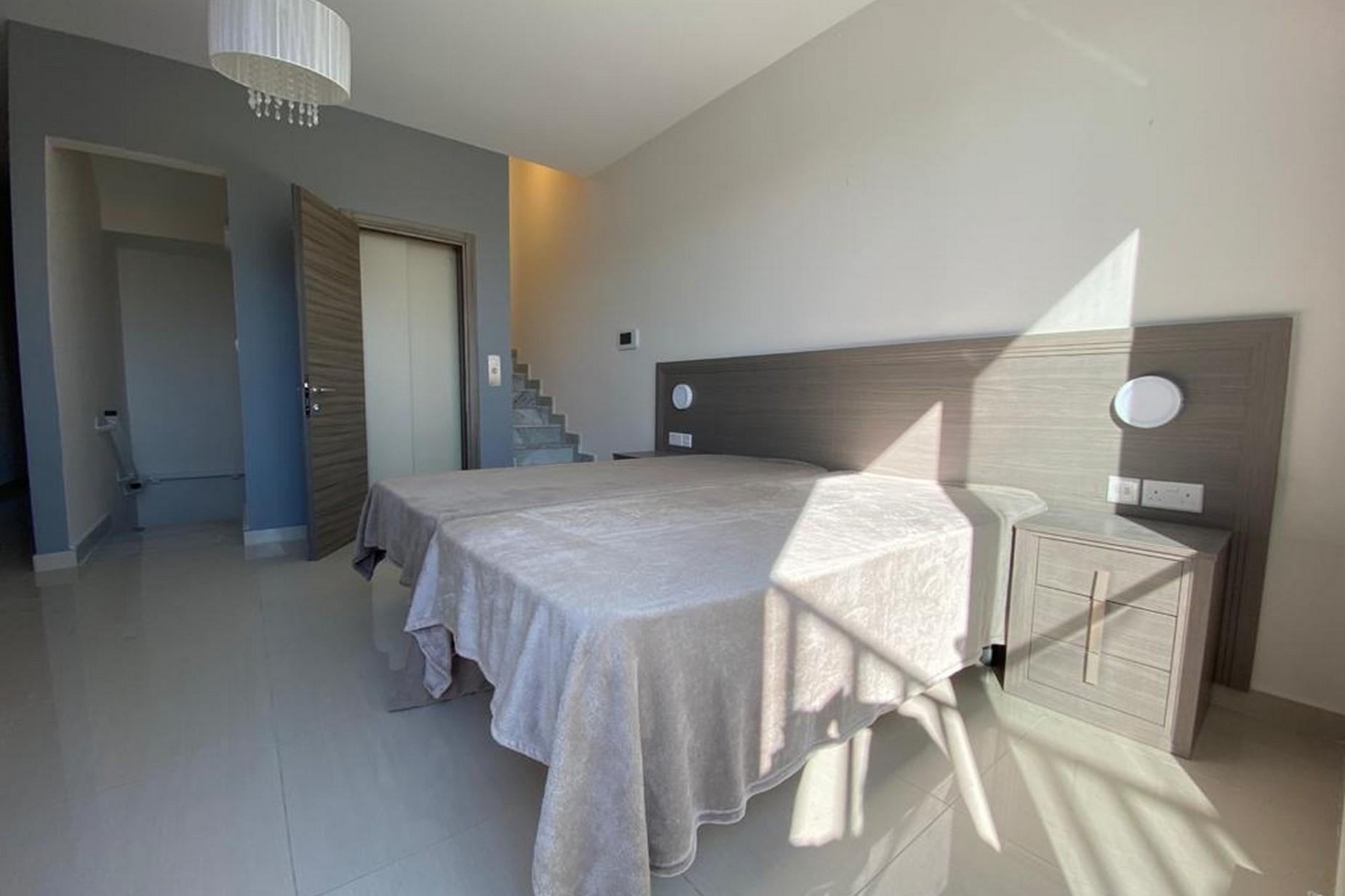 3 bed Penthouse For Rent in Ta' Xbiex, Ta' Xbiex - thumb 7