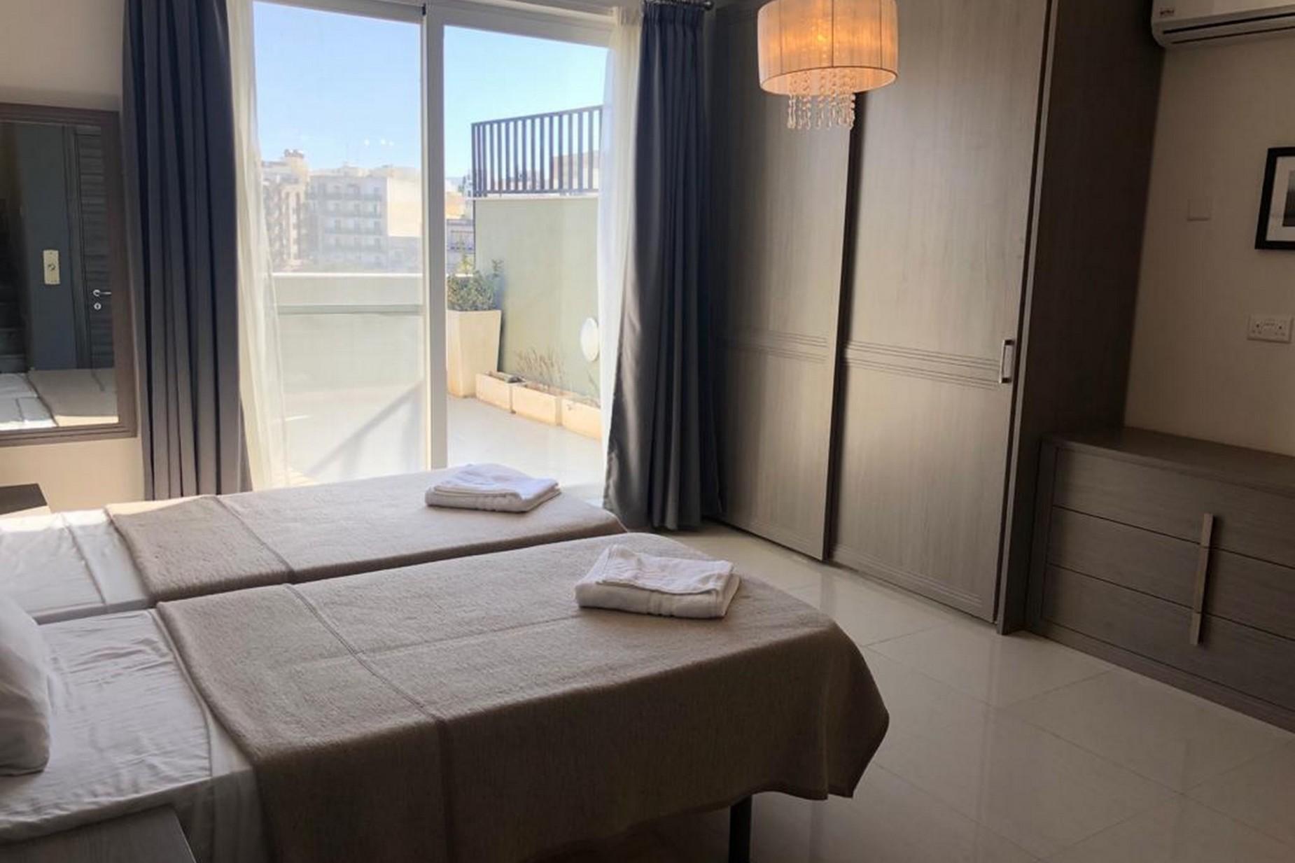 3 bed Penthouse For Rent in Ta' Xbiex, Ta' Xbiex - thumb 8