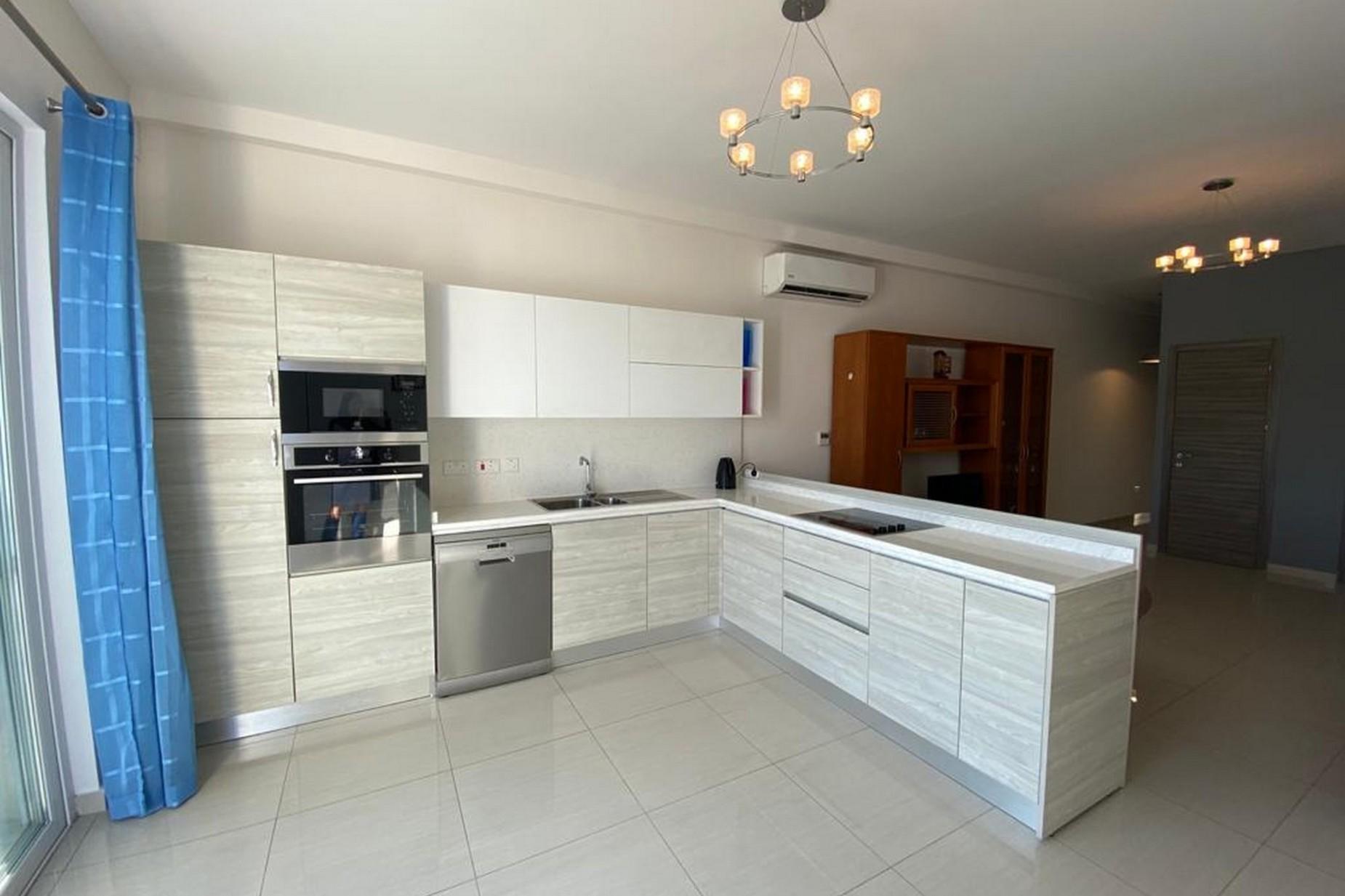 3 bed Penthouse For Rent in Ta' Xbiex, Ta' Xbiex - thumb 5