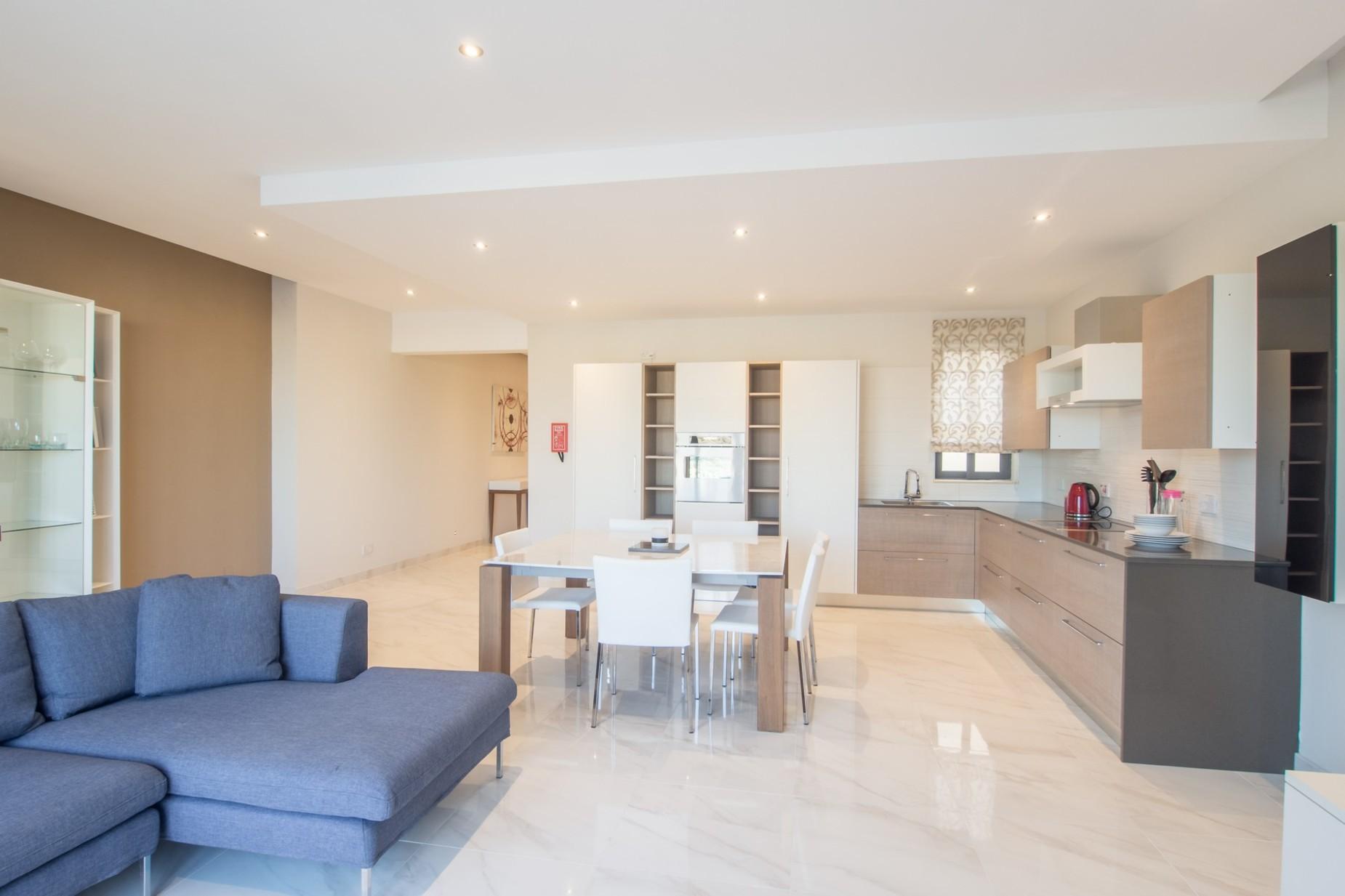 2 bed Apartment For Rent in Xemxija, Xemxija - thumb 2