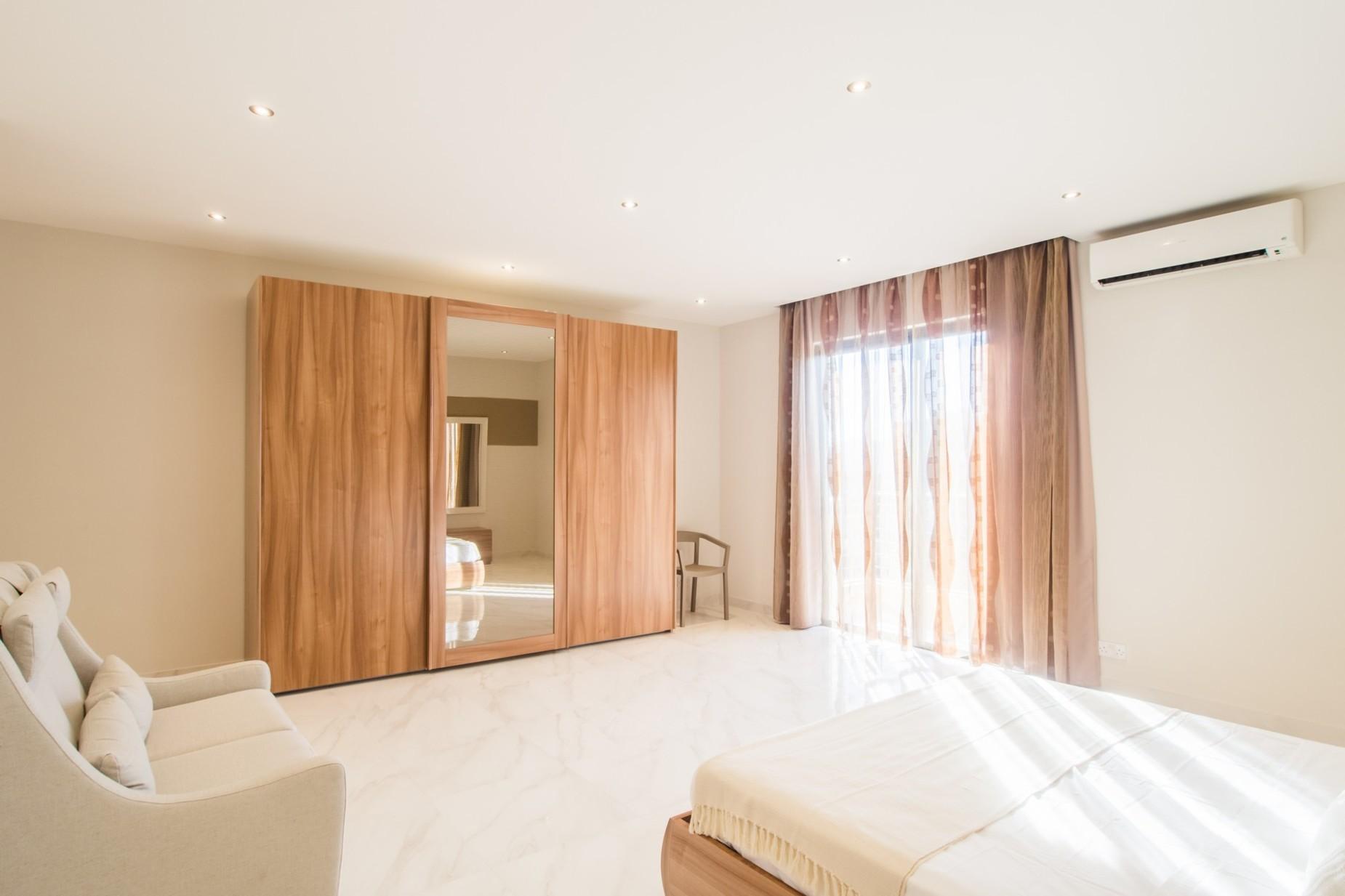 2 bed Apartment For Rent in Xemxija, Xemxija - thumb 11