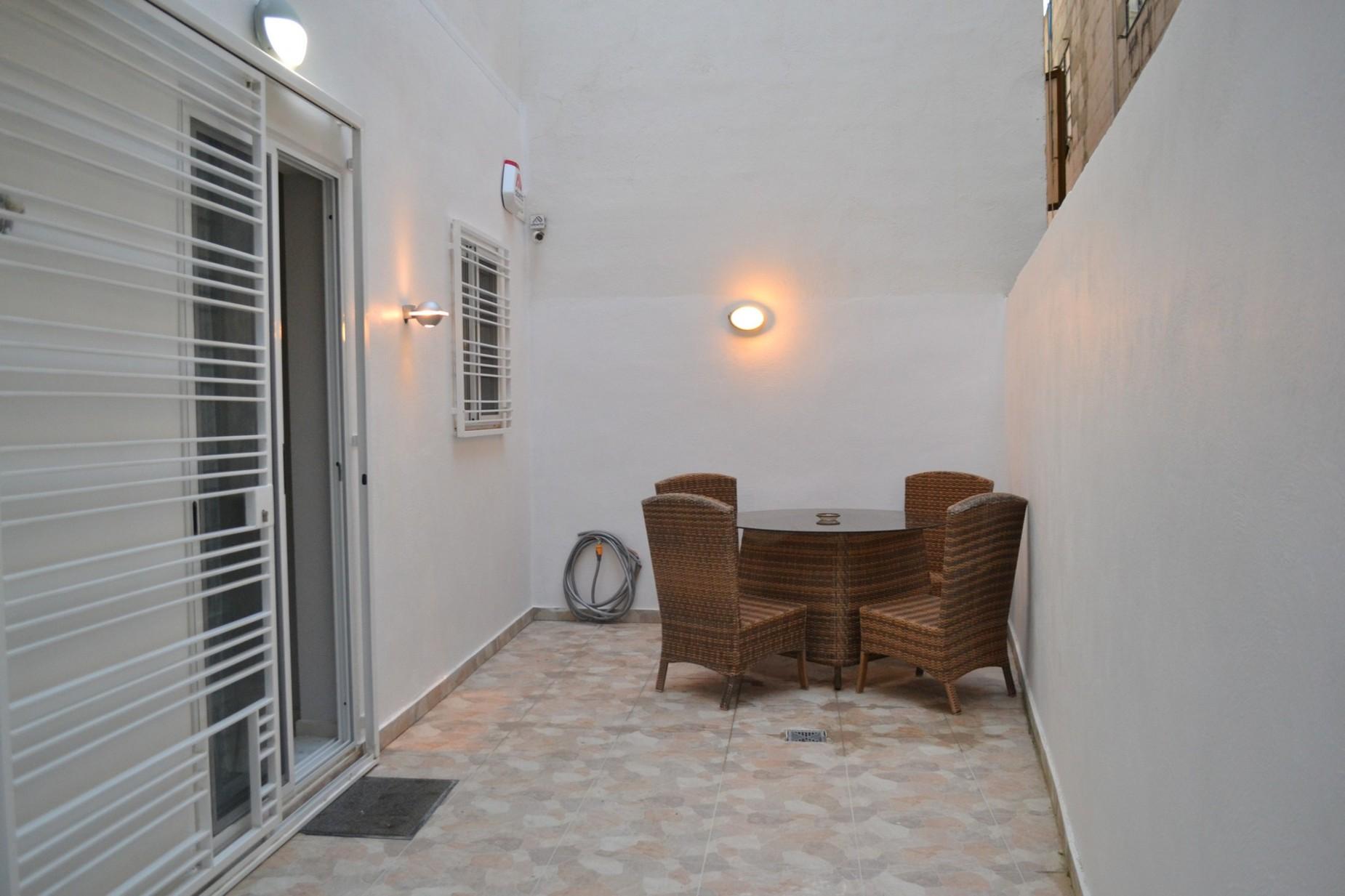 3 bed Maisonette For Rent in Sliema, Sliema - thumb 11