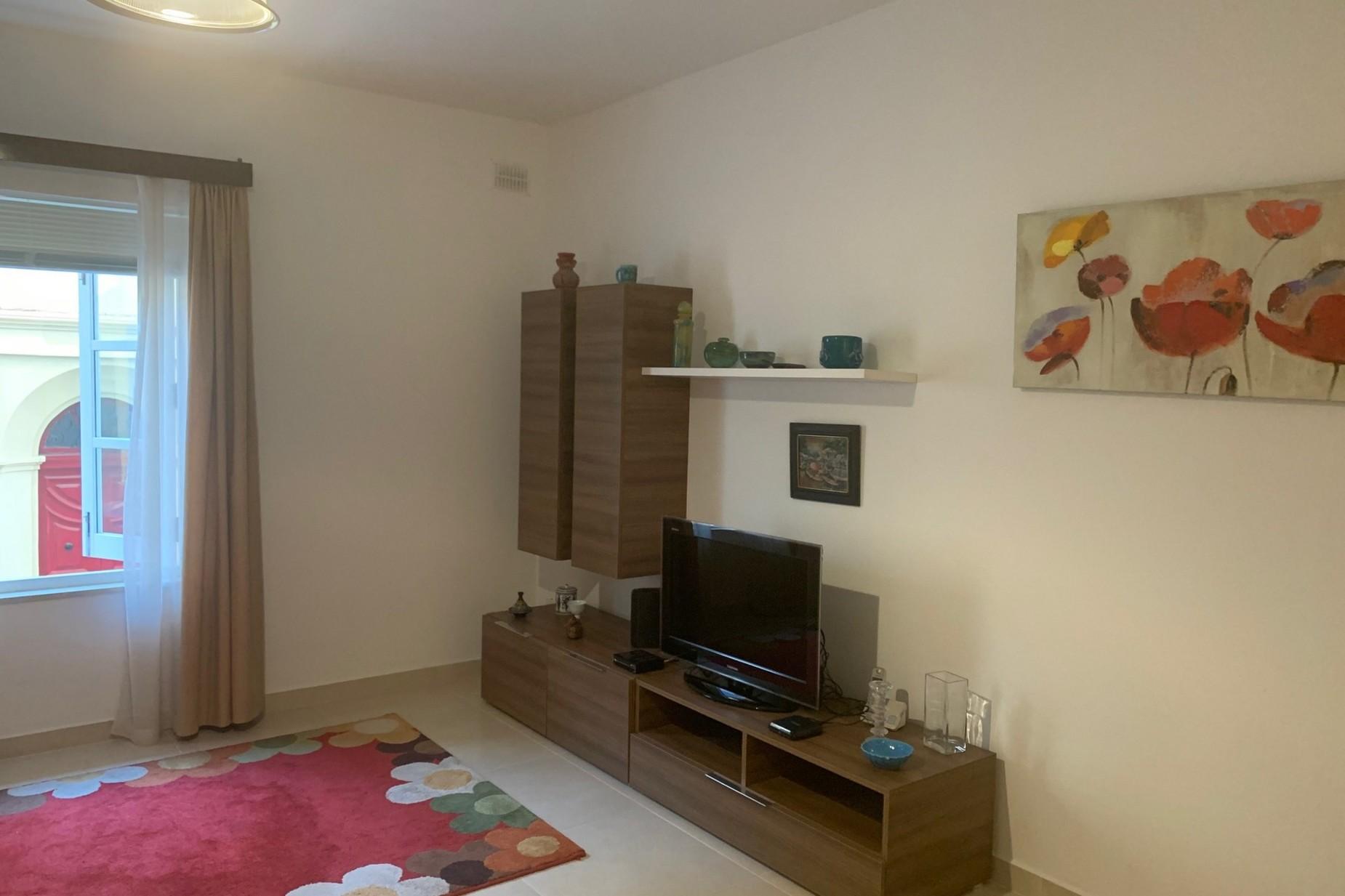 2 bed Maisonette For Rent in Sliema, Sliema - thumb 7