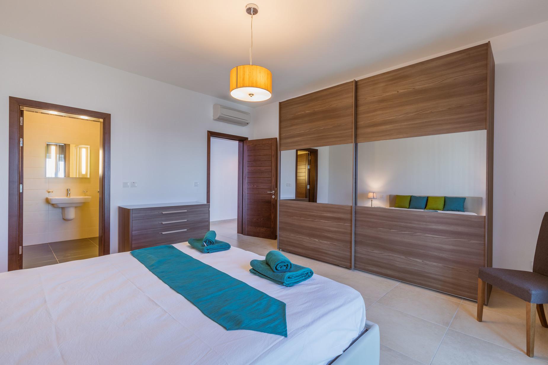 3 bed Apartment For Rent in Sliema, Sliema - thumb 12
