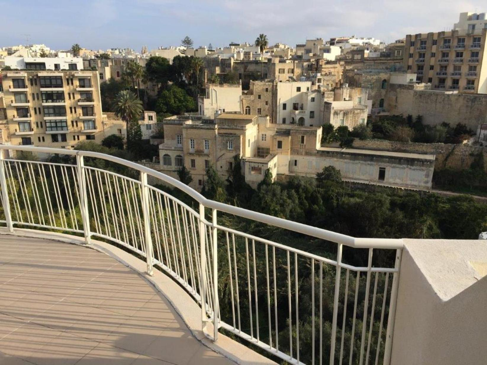 2 bed Apartment For Rent in St Julians, St Julian's - thumb 3