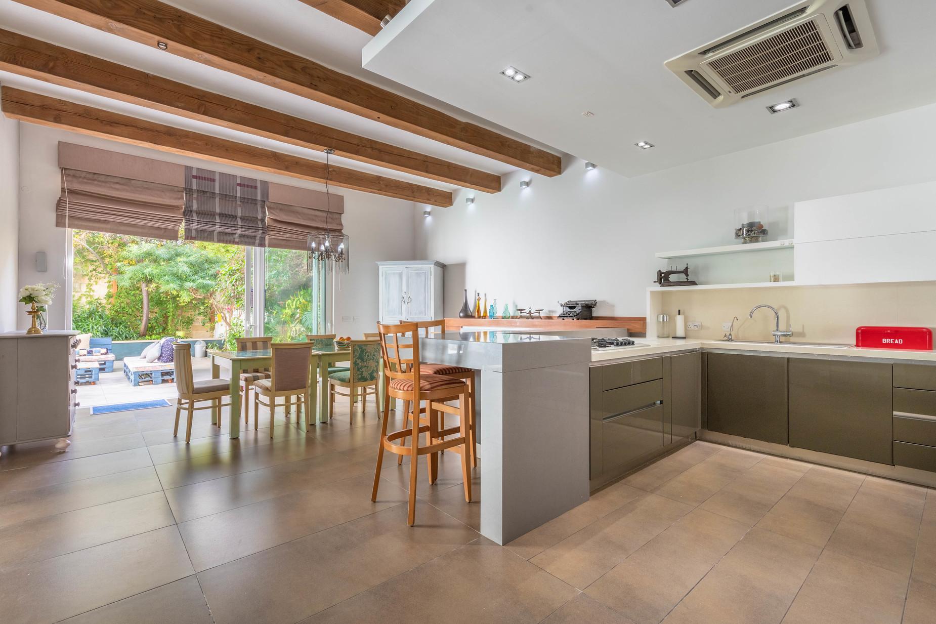 5 bed Villa For Sale in Zebbug, Zebbug - thumb 8