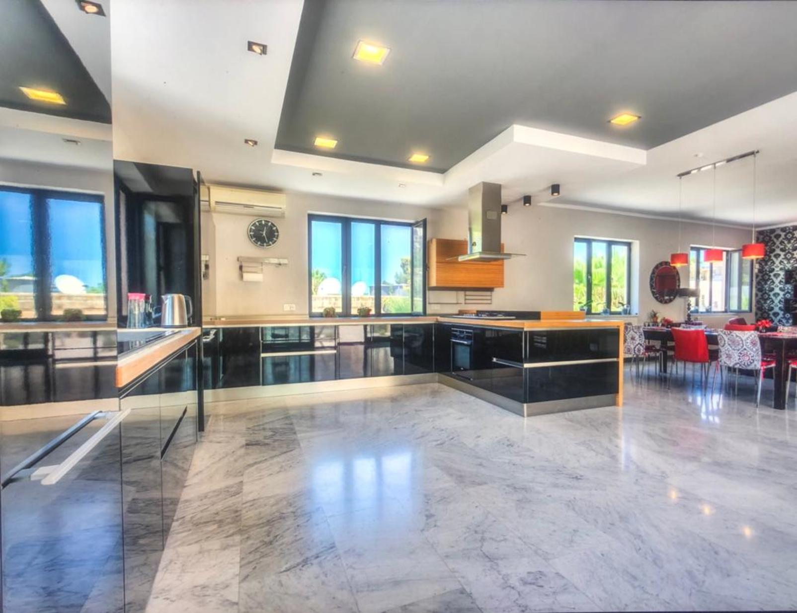 6 bed Villa For Rent in Mellieha,  - thumb 4