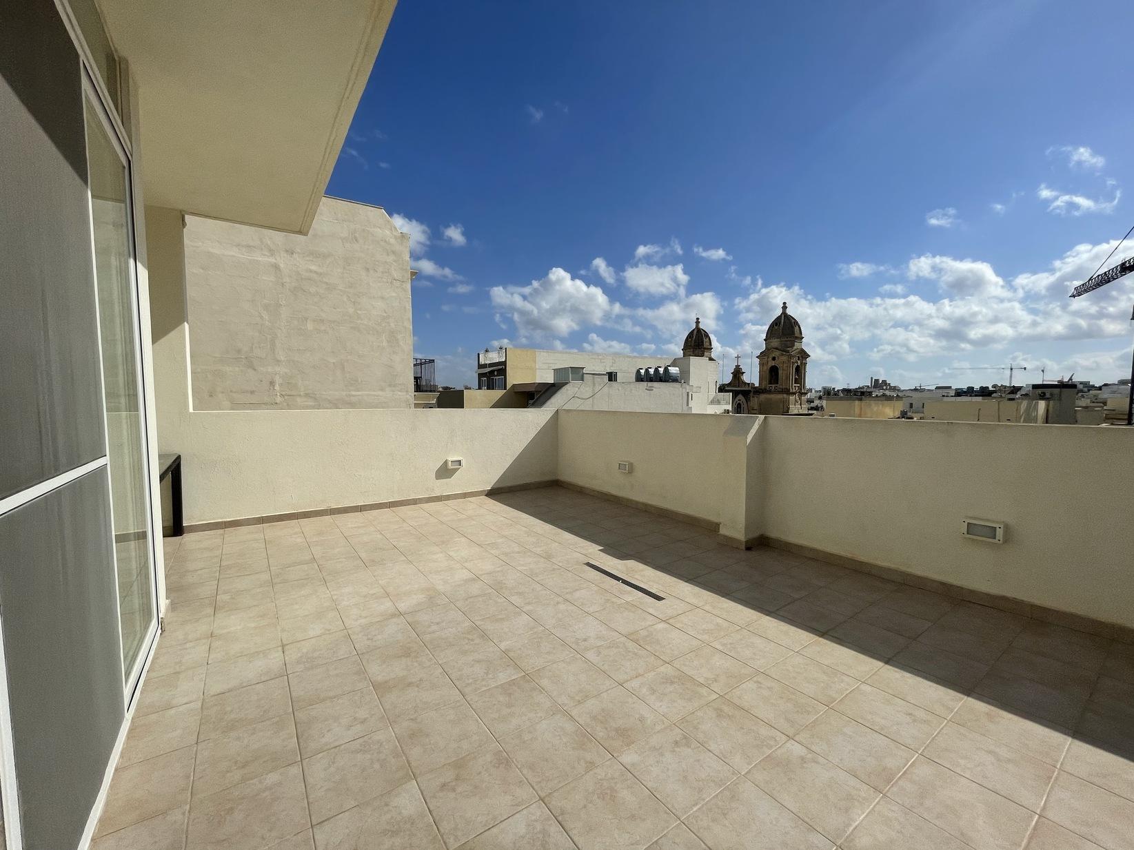 2 bed Penthouse For Rent in Gzira, Gzira - thumb 12