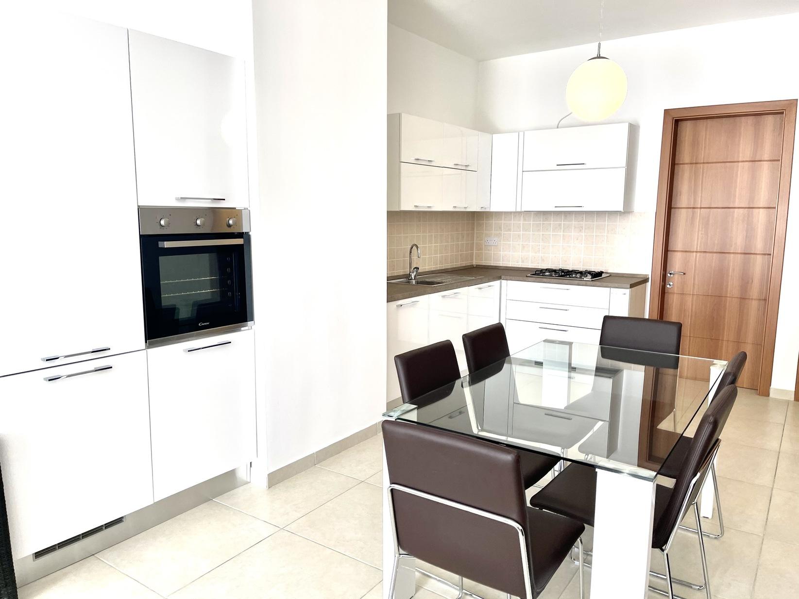 2 bed Penthouse For Rent in Gzira, Gzira - thumb 4