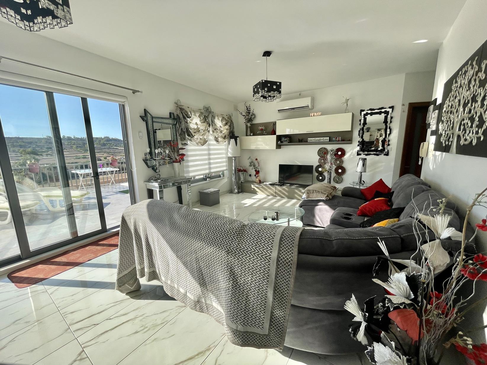 4 bed Penthouse For Rent in Marsaxlokk, Marsaxlokk - thumb 3