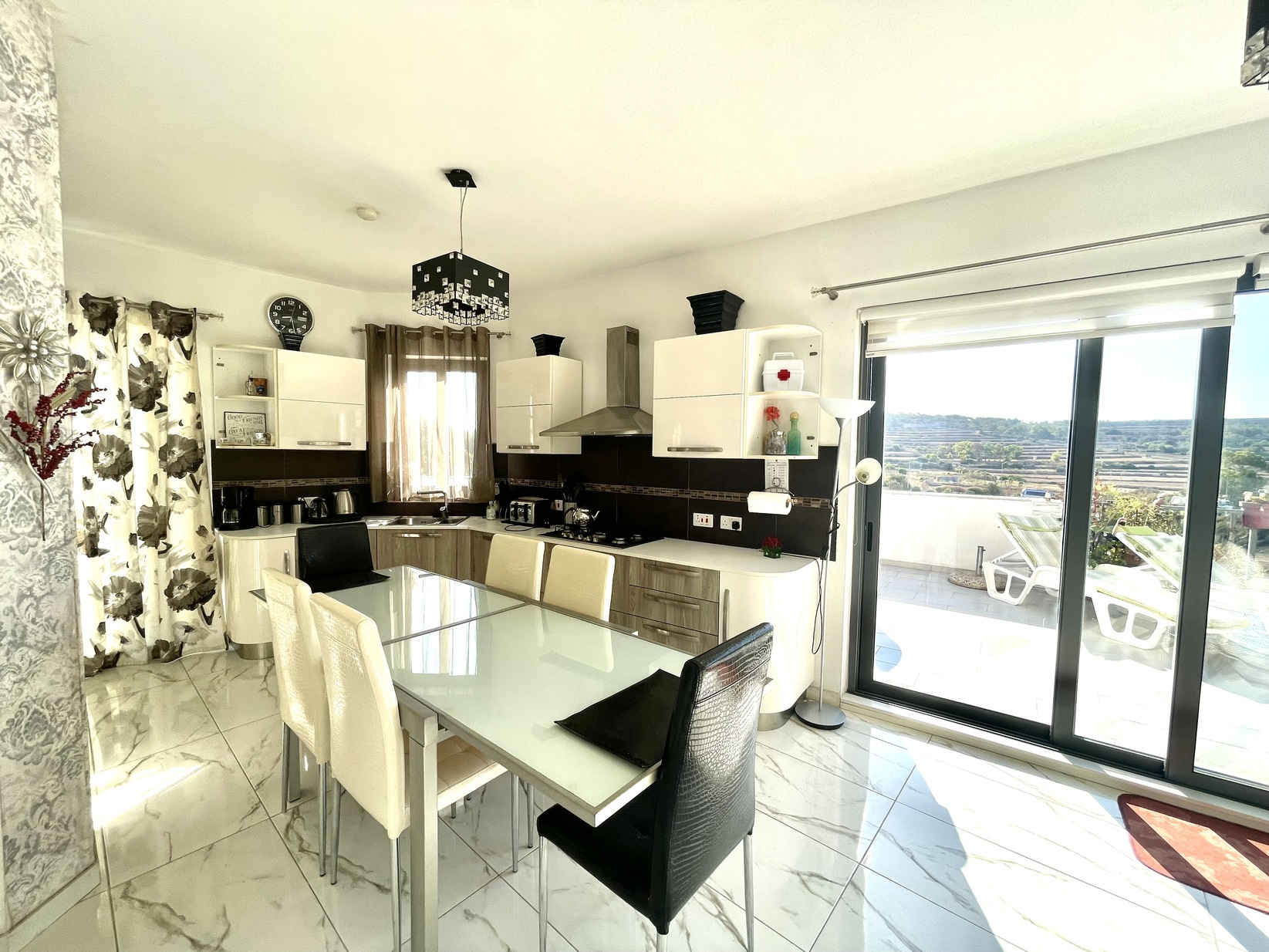 4 bed Penthouse For Rent in Marsaxlokk, Marsaxlokk - thumb 5