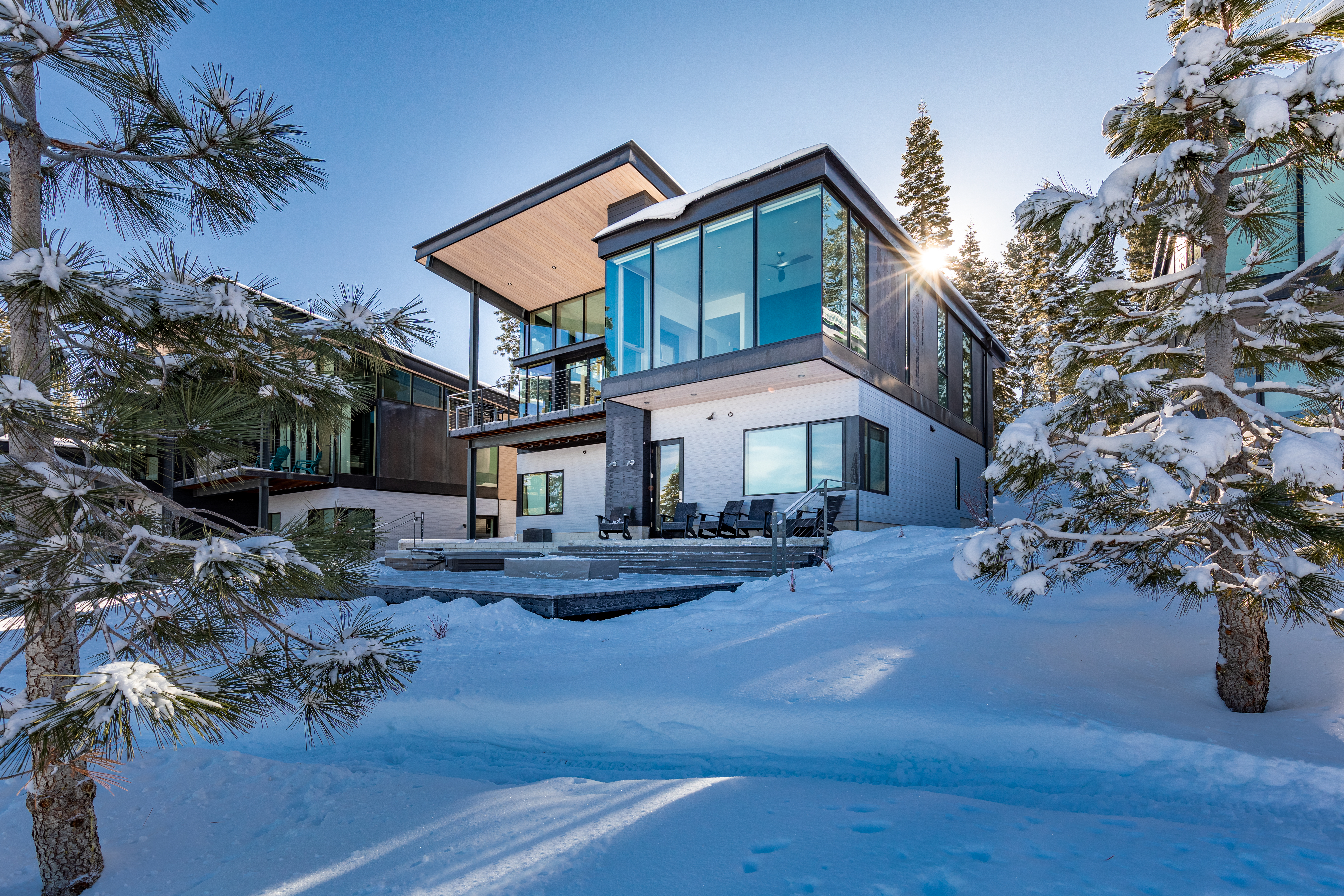 exterior of resort home at 14223 Mountainside Place Truckee CA