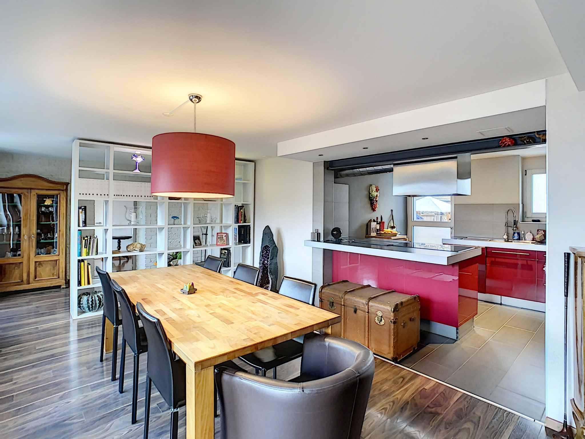 dining area inside Ruelle de Borjaux 12 in blonay vaud switzerland