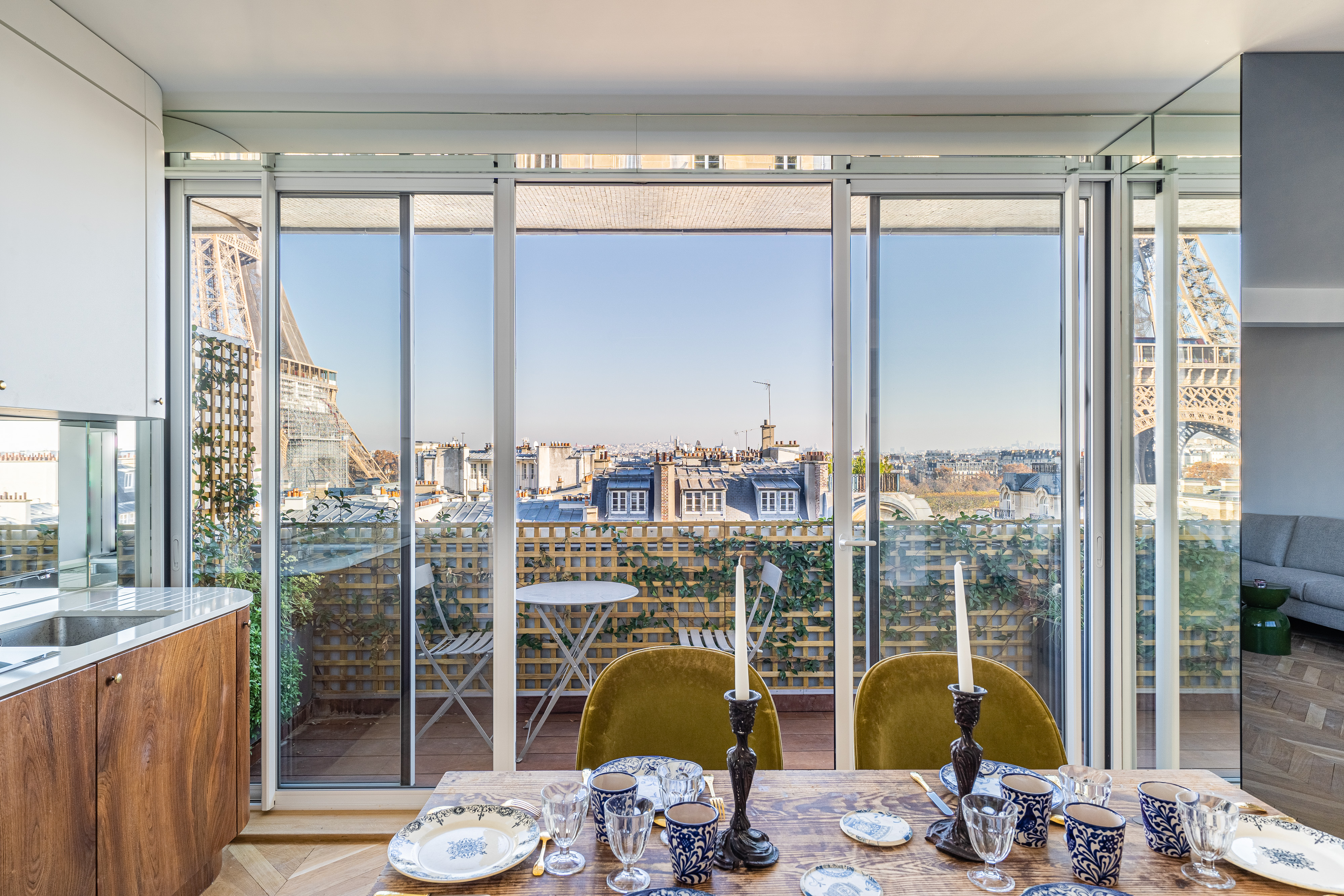 dining room with views of eiffel tower in paris france