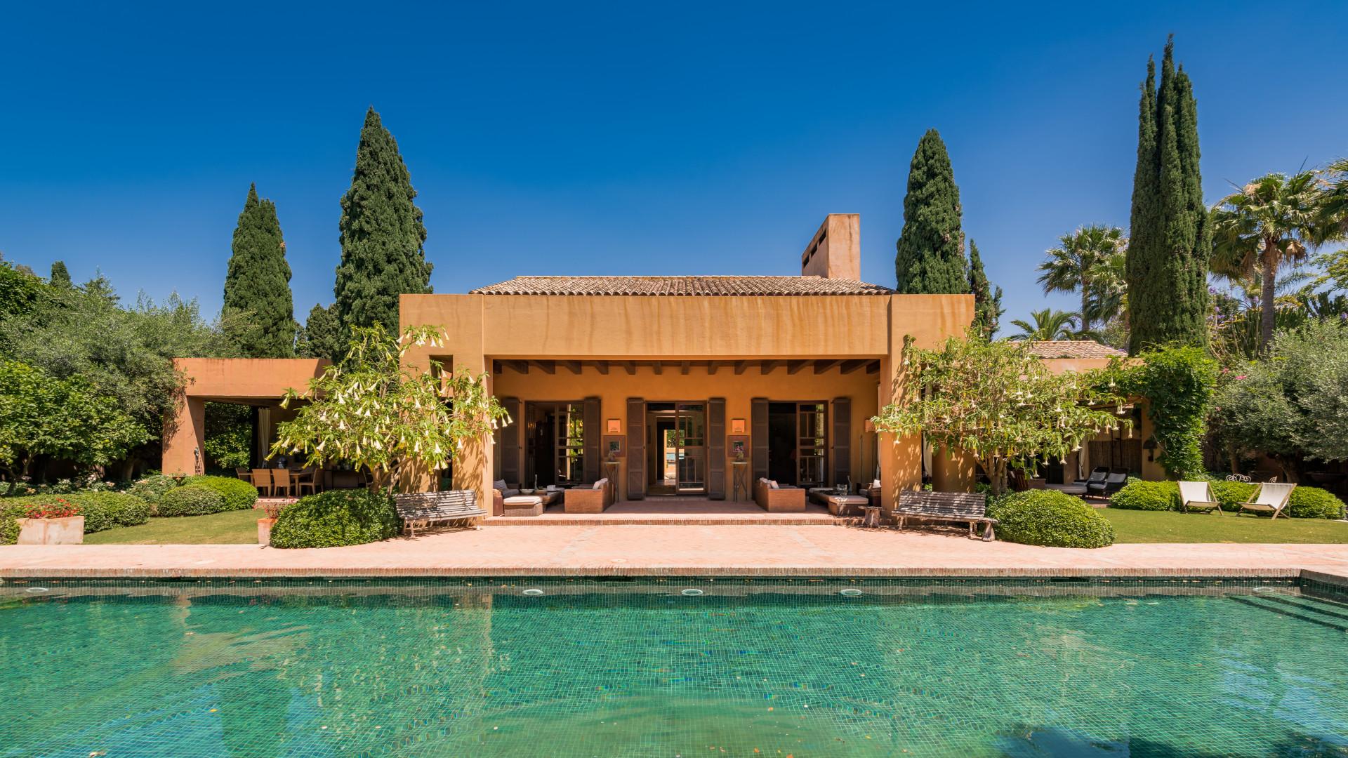 Superb villa in San Pedro de Alcantara with a masterpiece design