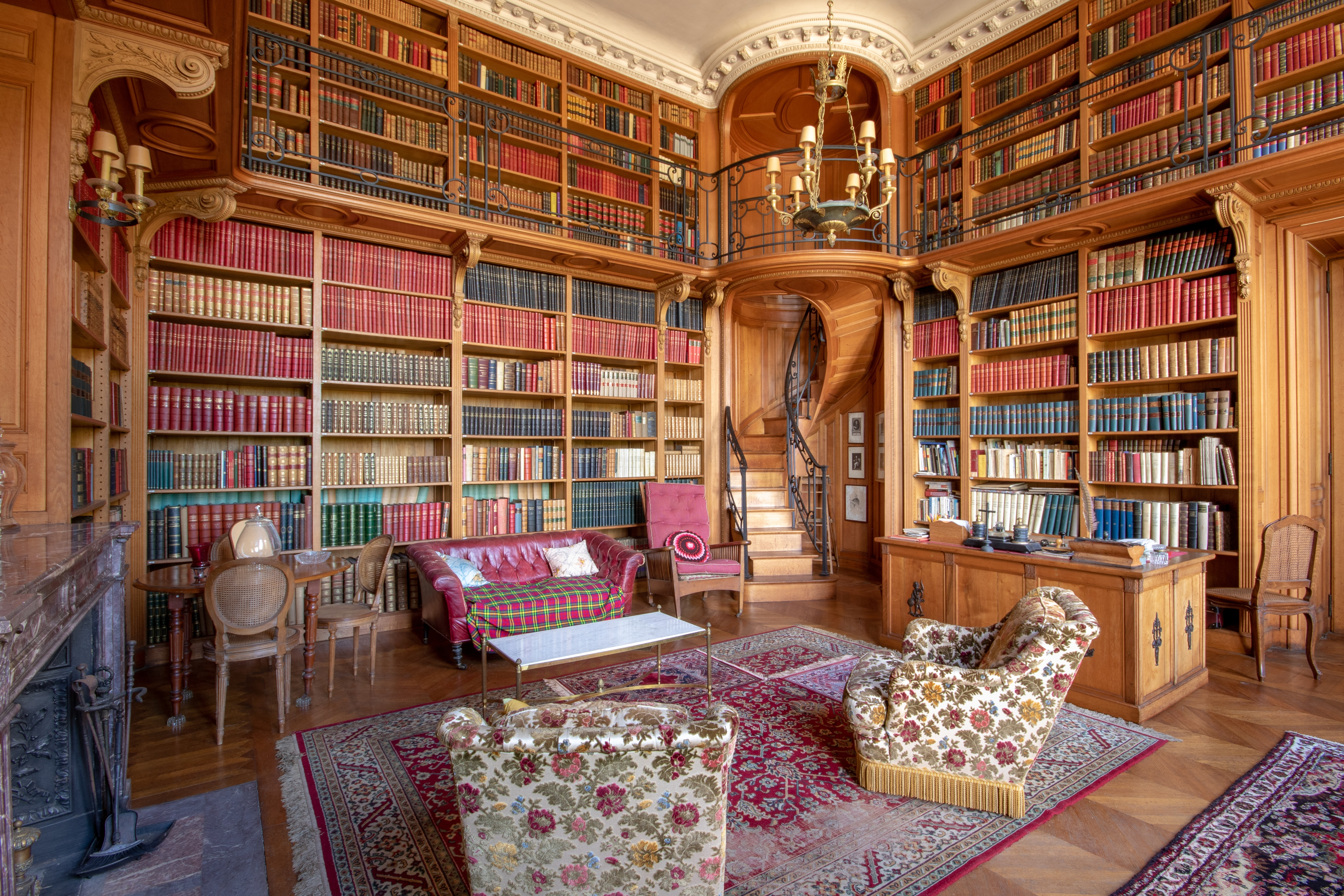 library inside a 17th century castle in france