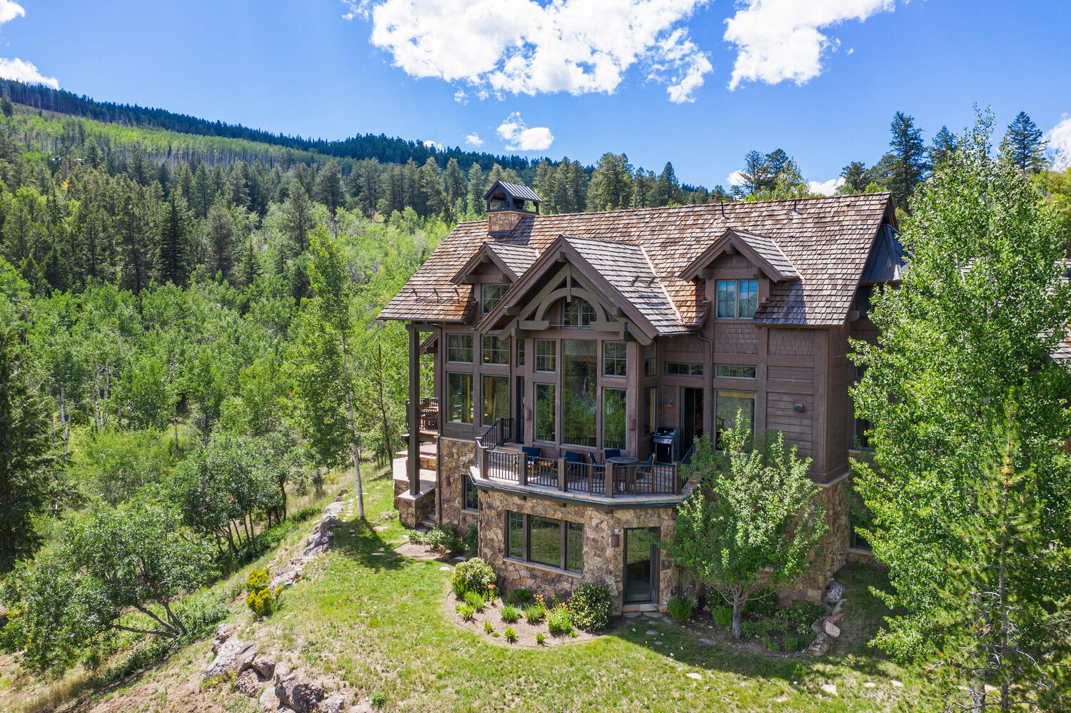 Stunning Mountain Residence With Exceptional Gore Range Views
