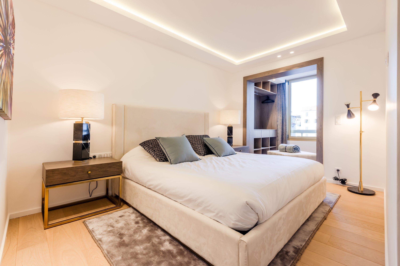 Cannes, Croisette – Luxurious apartment bedoom