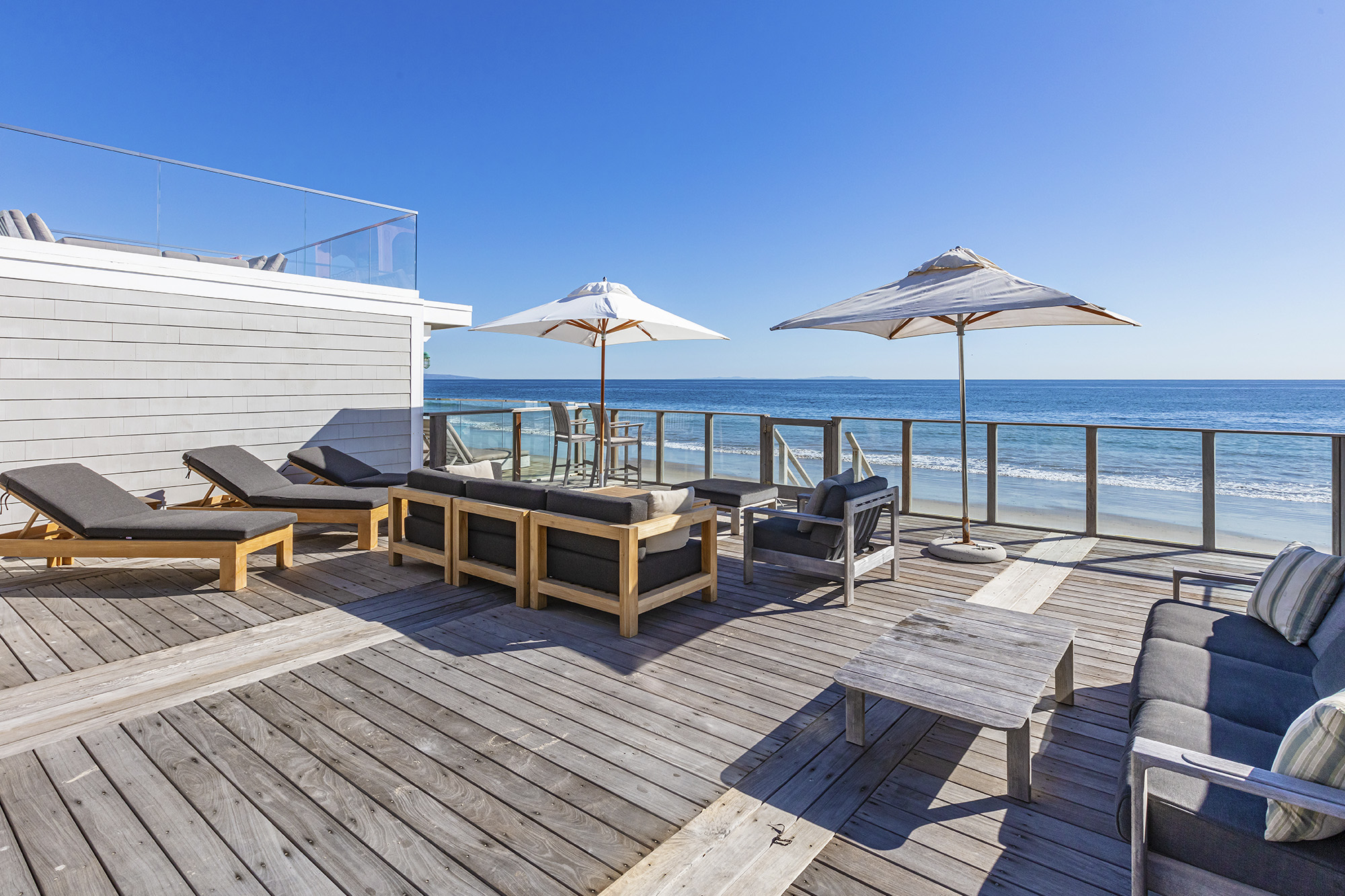 malibu colony deck leading down to the ocean