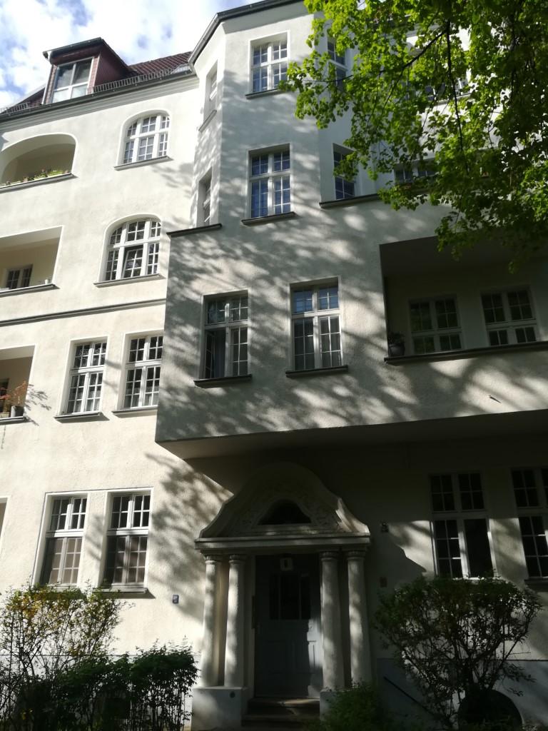 Large Vacant Apartment In Beautiful Alt-Bau