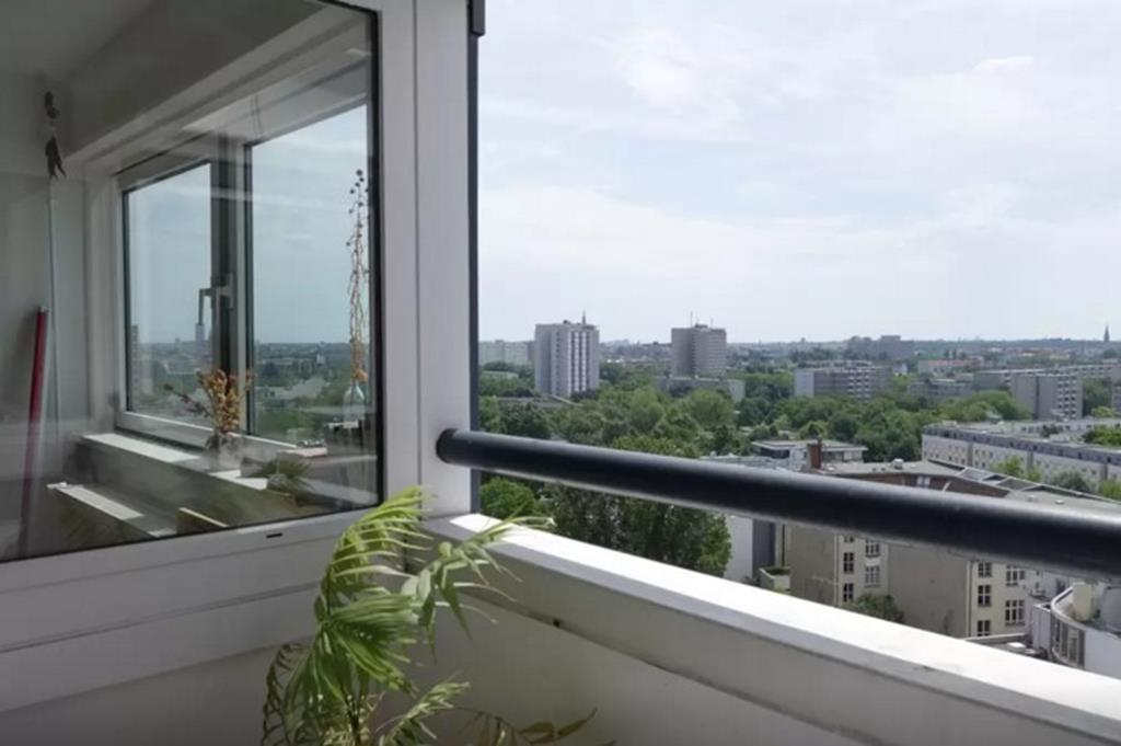 luxury penthouse in top location 2 bedroom apartment in kreuzberg berlin 345 000 buy berlin. Black Bedroom Furniture Sets. Home Design Ideas