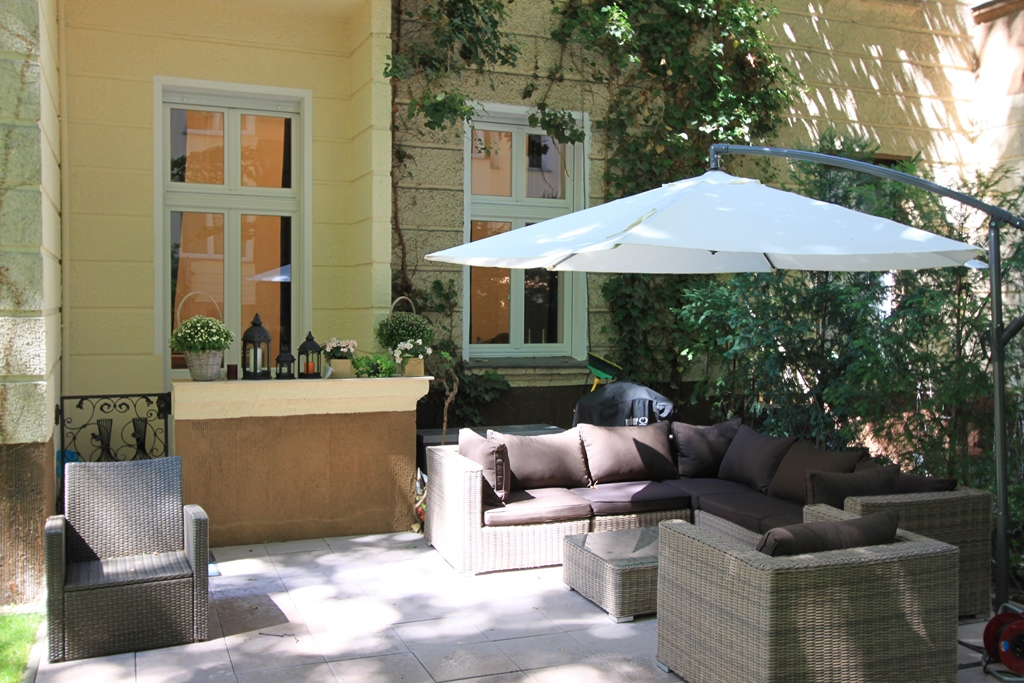 Luxury 2 Bedroom Apartment with Elegant Garden