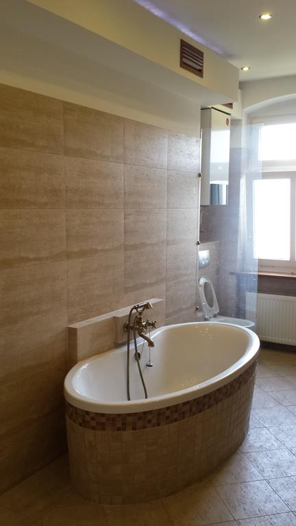 Upscale 2 Bedroom Apartment in Charlottenberg