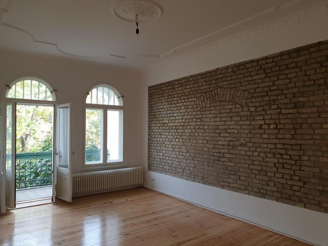 Fully Renovated 2 Bedroom Apartment In Popular Location