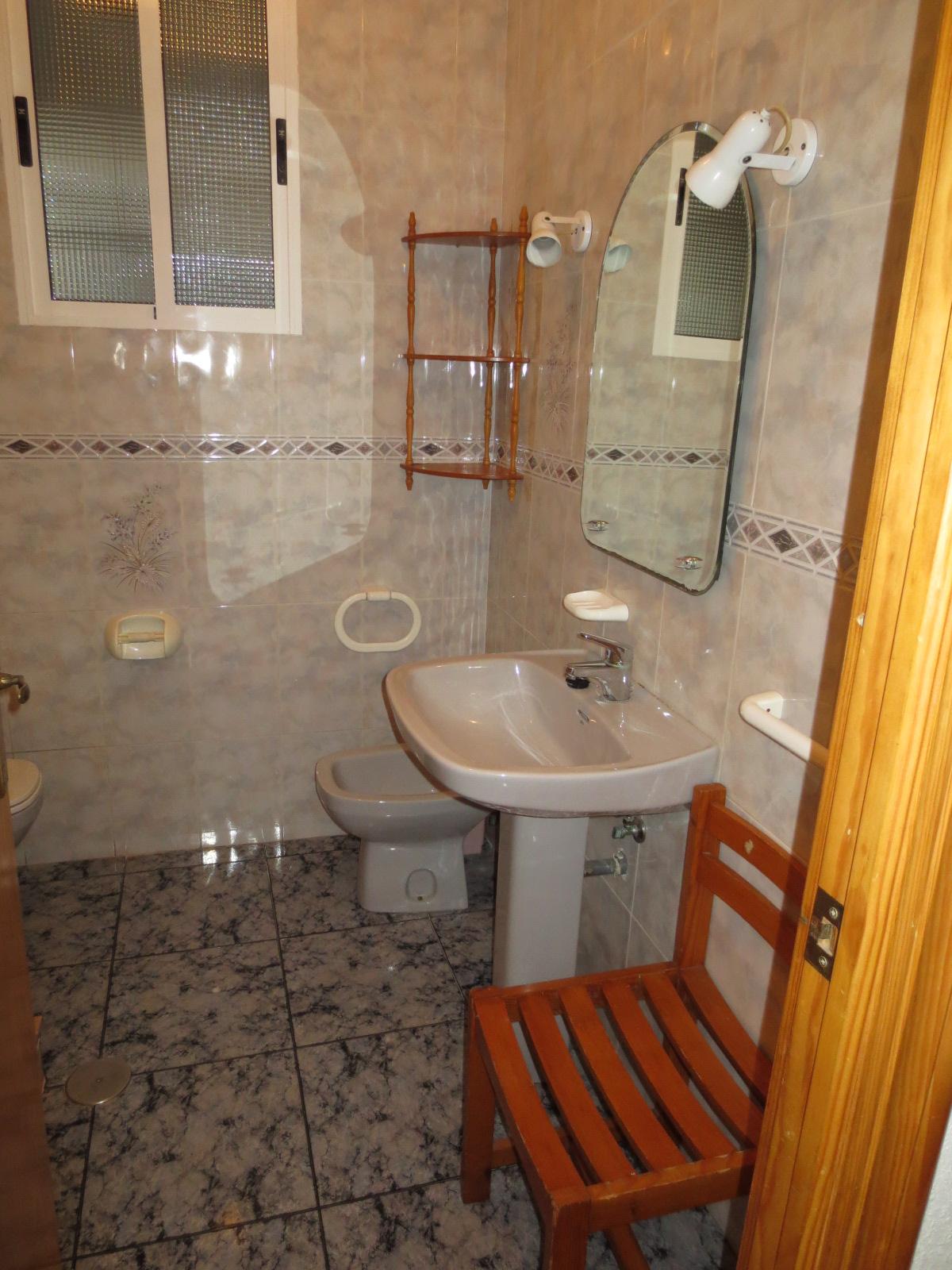 Rent Alquiler Con Muebles En Angel Bruna Cartagena # Muebles Para Toilet