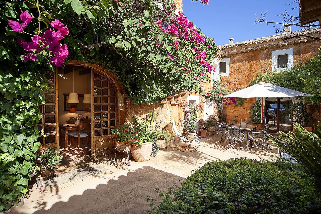 Finca muy encantadora del siglo xix en jardines preciosos for Jardines preciosos casa