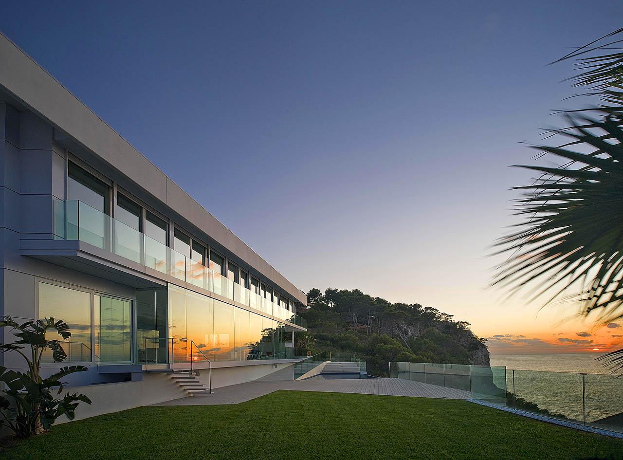 mallorca villa extravagante moderne designer villa in. Black Bedroom Furniture Sets. Home Design Ideas