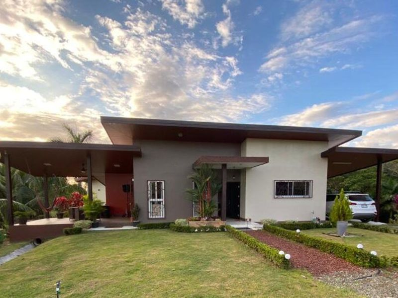 - Amazing Mountain and Valley Views Home in Quepos