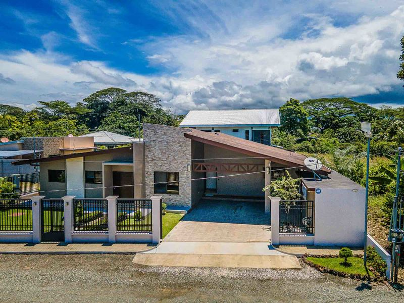 - Modern 3 Bedroom Home Minutes from the Quepos Marina