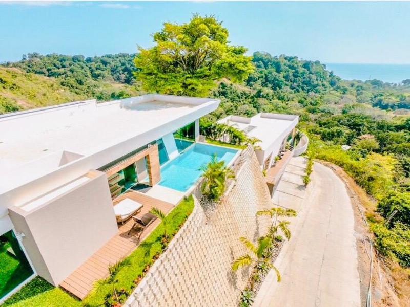 - Contemporary Ocean View Villa close to the Beach in Hermosa