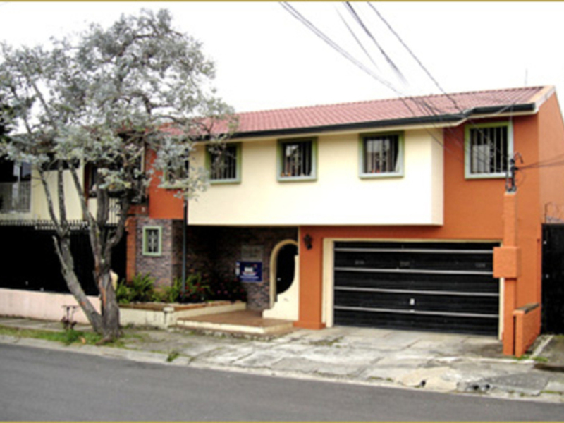 - Hostel with 16 Rooms in Montelimar, in Guadalupe.