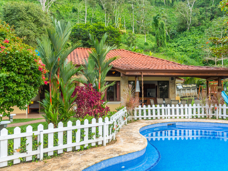 - Beautiful Home Surrounded by The Lush Tropical Rainforest of Baru